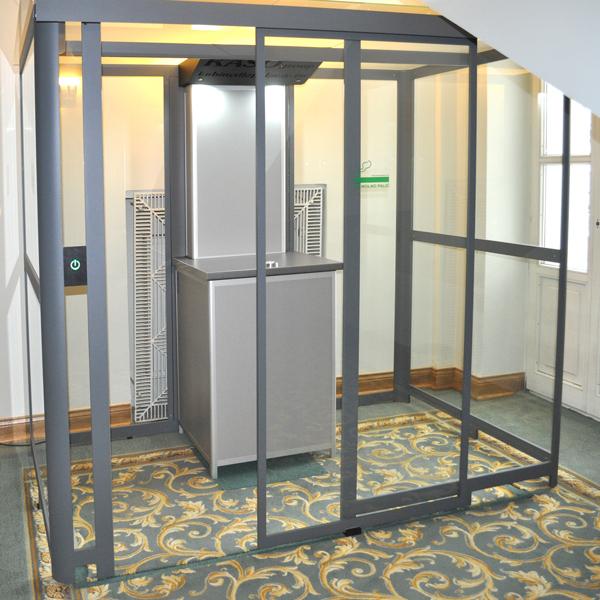 Kabina dla palaczy z automatycznymi drzwiami